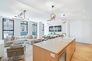 Elegant Tribeca 3 Bed with Private Outdoor & Parking!