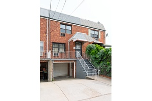 Charming Single Family Townhouse with Parking and Garage in Long Island City!!
