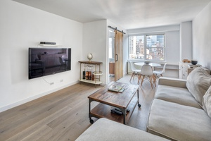 Sun drenched 1-bed, 1-bath at The Warren House Condominium