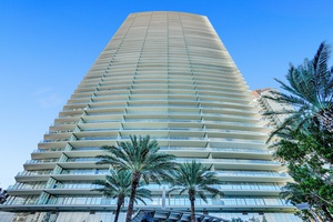 Residences by Armani/Casa: 2 bed/bath, expansive intracoastal and water view balcony