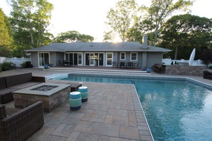 Quogue- 5 Bds/ 3 Bth, In-out Kitchen, Salt Pool,