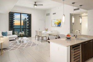 2 MONTHS FREE| Core of Brickell| Matchless Penthouse 3br/2ba| 1533 SF