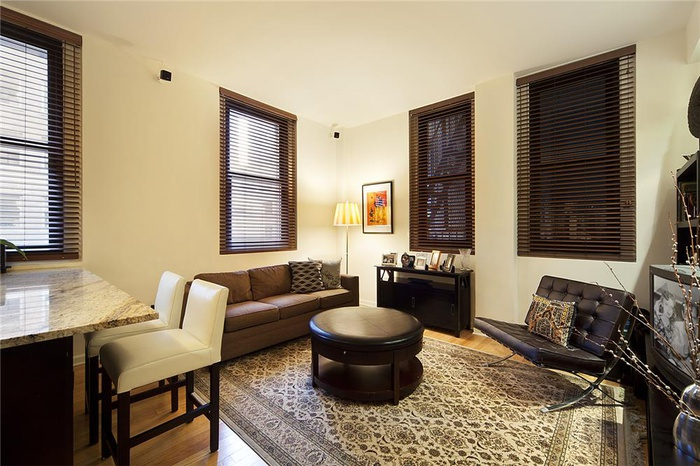 No Fee Spacious 1 Bedroom Apartment in Financial District!