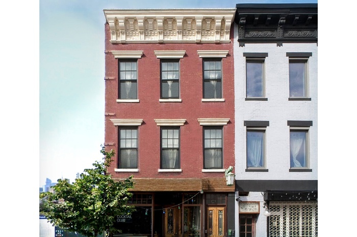 RARE GREENPOINT TOWNHOUSE WATERFRONT VIEWS