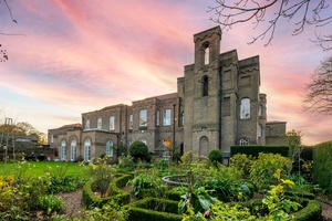 Want to live like a royal? This four-storeyapartmentin the historic GradeIListedVanbrugh Castle at the edge of Greenwich Park,right in the heart of London, is up for sale. The property has been home for the same family for over two decades.