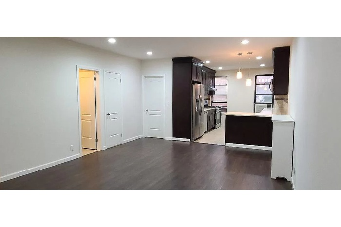 NO FEE Large Full Floor 3 Bed with 1 and Half Bath