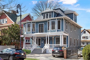 Detached Victorian With Modern Luxuries & Prime Park Location!