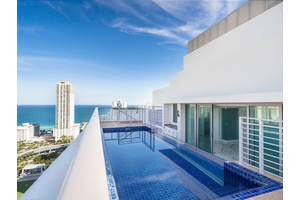 MIAMI  WATERFRONT LUXURY ROOFTOP DUPLEX WITH PRIVATE POOL AND CABANA
