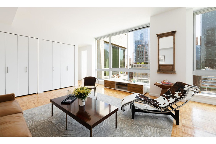 Sun-Filled 3 Bed 3 Bath with Private Terrace in Hudson Yards