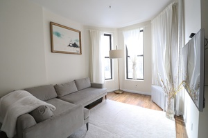 Stunning Townhouse 2 Bed with a Backyard