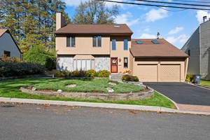 Stunning Turn-Key House in the heart of White Plains