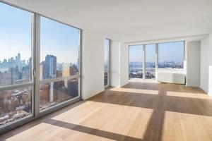 Massive King Size Bedroom in Luxury Penthouse Apt!