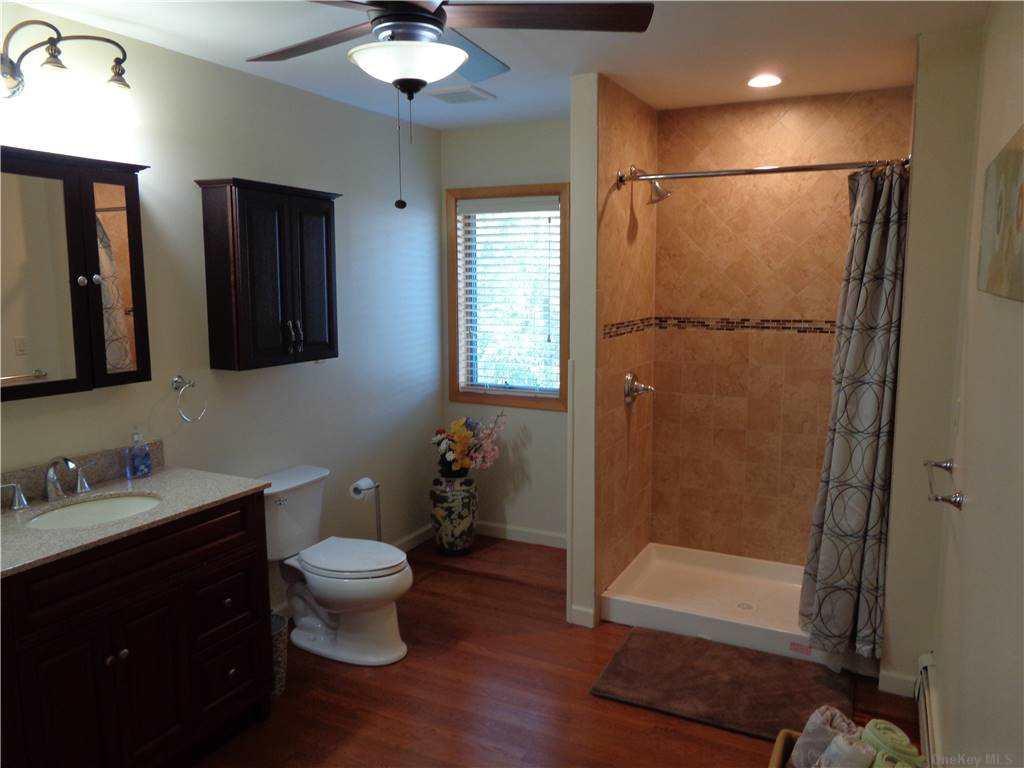 2nd upstairs bath