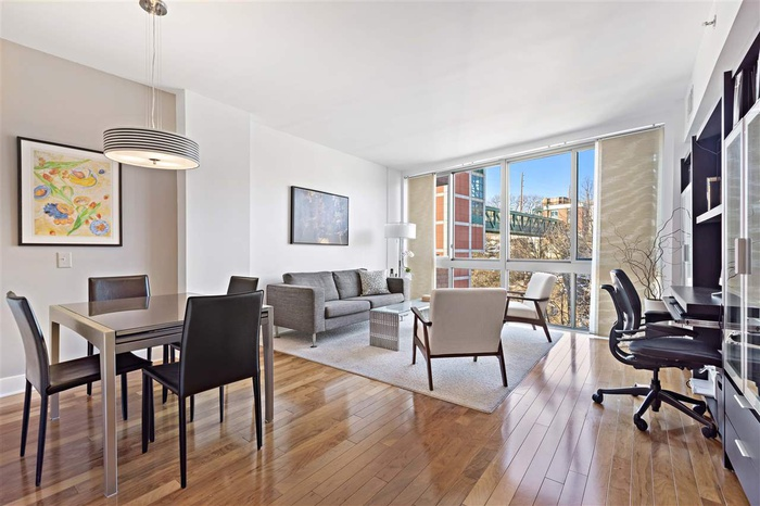 Oversized Highly Desirable 1 Bedroom Residence with Dramatic Floor to Ceiling Windows