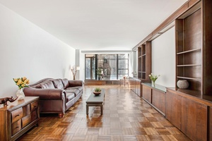 $1.85M - Greenwich Village Opportunity Massive 2 bedroom, convertible 3  - Bring your Architect