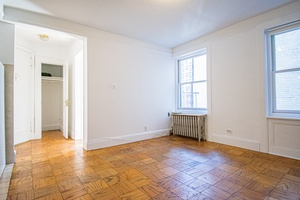 Cozy West Village Home Steps From Transportation and Museums (No Fee)