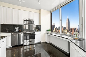 Murray Hill Convertible 3 Bedroom 2.5 Bathrooms, 2 Walk In Closets, Full Service Luxury Building, Direct East River Views, WIC, W/D, Swimming Pool, No Fee