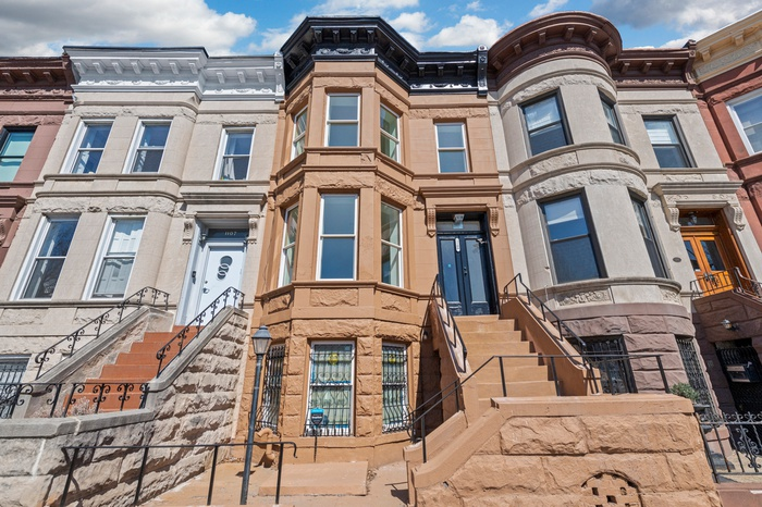 20' x 50' Renovated Brownstone in Crown Heights Historic District