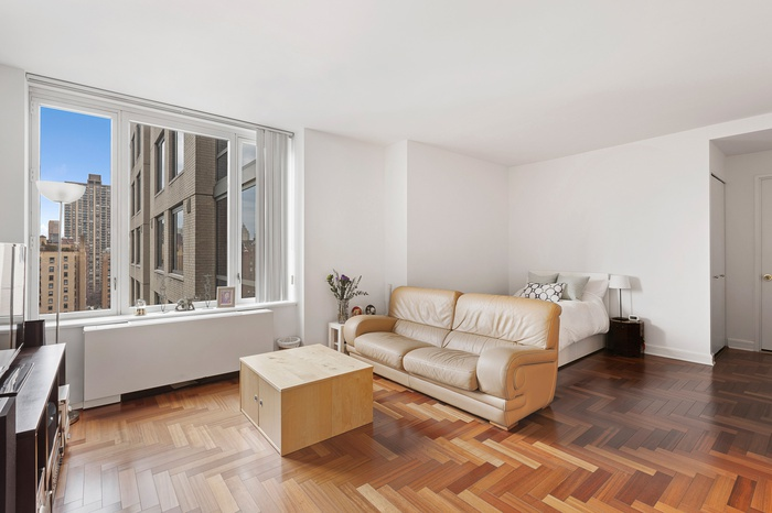 SPACIOUS ALCOVE STUDIO WITH WALK IN CLOSET | UPPER WEST SIDE