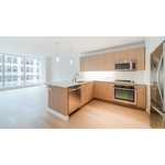 No Broker Fee/ Sunny Studio Apartment in all Glass Building on Park Ave!