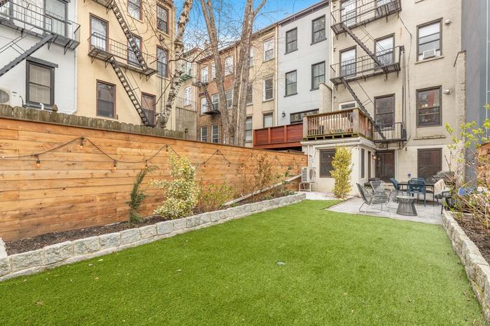 Private Backyard in Uptown Hoboken!
