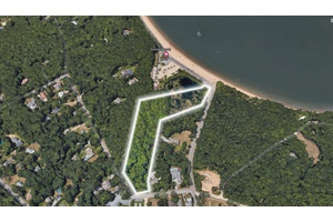 Amazing 5+ Acres in Shelter Island! Steps from Sunset Beach!