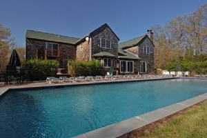 This Hamptons Compound Has It All, Spend the Summer Soaking