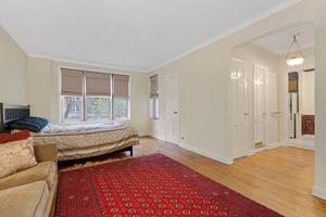 Splendid Studio pre-war apartment under 300K in the Historic District!