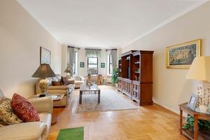 Deluxe Pre-war One Bedroom under 400k in the Landmark District!
