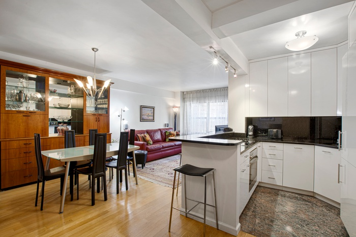 ** 140 E.56 St **JR 1 bedroom in full service Condo** Gut renovated ** Mint Condition